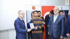 Bakan Kılıç'dan Öğrencilere Plaket Takdimi