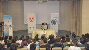 """Prof.Dr. Ahmet Şimşirgil """"Tarih Boyunca Vatan Sevgisi"""" Konferansı Verdi"""